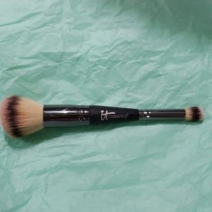 It cosmetics duel sided makeup brush